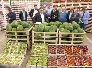 Il presidente del Consiglio regionale del Veneto, Valdo Ruffato, tra i bancali del MAAP di Padova con diversi rappresentanti del mondo agroalimentare Veneto e Friulano