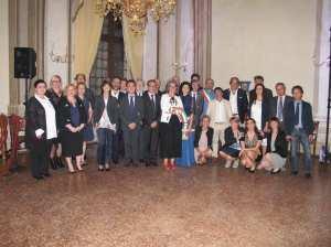 Il gruppo dei dirigenti dell'Istituto regionale ville venete con i dipendenti, i premiati, i progettisti, i relatori e il musicista.