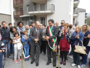 Nella foto il Sindaco di Valdagno Acerbi taglia il nastro inaugurale con il Presidente Scomazzon