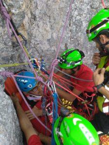 operatori soccorso alpino in parete
