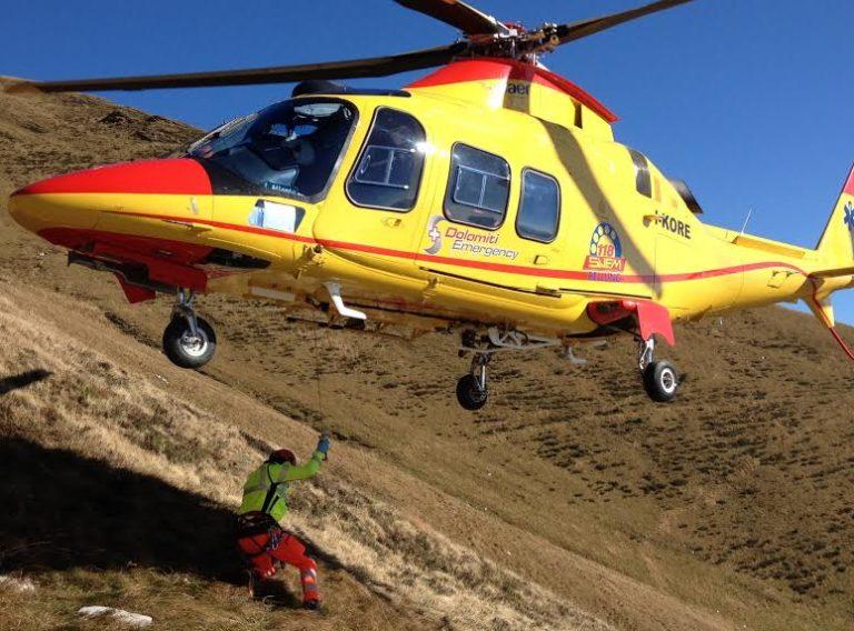 Soccorritori al lavoro sulle Dolomiti ampezzane