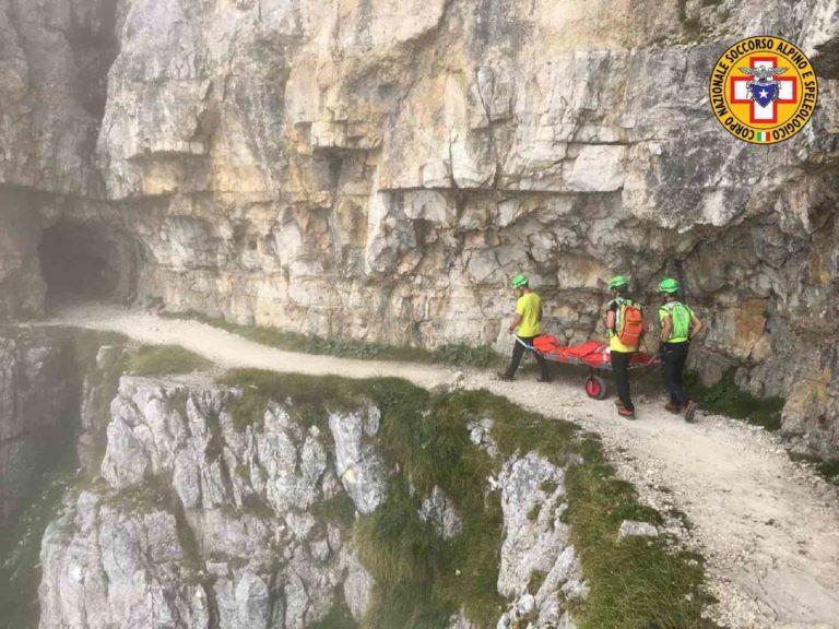 Soccorsa sulla strada delle gallerie del Pasubio