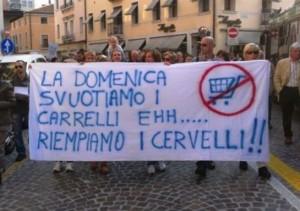 Anche il Veneto dopo Umbria e Abruzzo chiede il referendum sulle aperture domenicali dei negozi: mancano altre 2 Regioni all'appello e poi si fa!