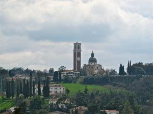 La chiesa di Monte Berico a Vicenza vista dai tetti del centro storico della città.