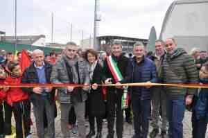 Roberto Baggio con il Sindaco di Caldogno Marcello Vezzaro, il consigleire regionale Costantino Toniolo e altri amministratori locali e dirigenti della USD Calcio Calidonense.