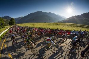 I ciclisti impegnati nella Granfondo dello Stelvio edizione 2015