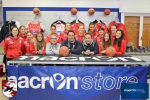 Le ragazze della Pallacanestro di Vicenza che giocano in A2 allo store dello sponsor tecnico