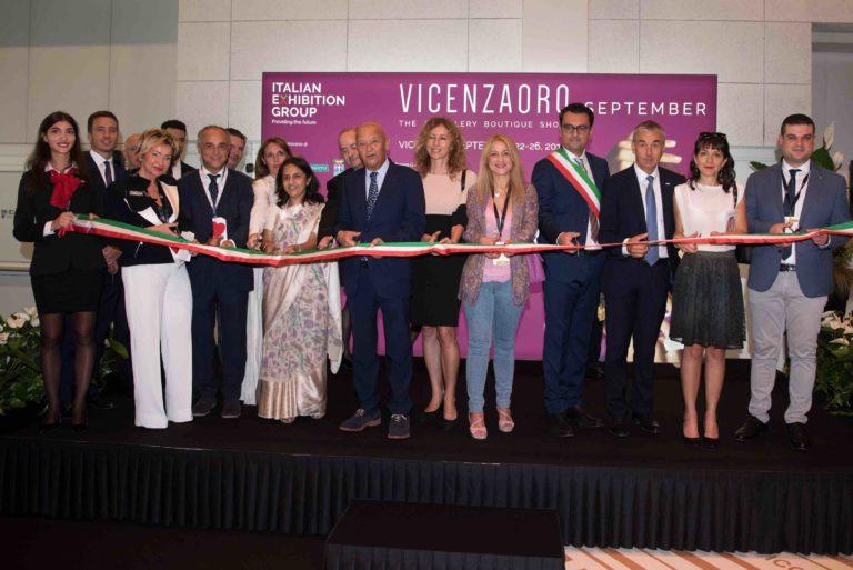 Al taglio del nastro di VicenzaOro un ambasciatore, un ministro e un viceministro