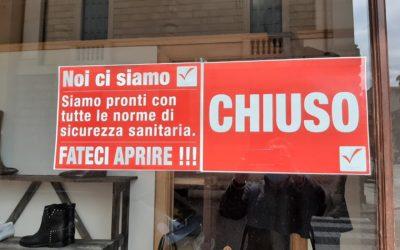 In 300 al flash-mob non autorizzato in campo Marzo per riaprire i negozi di Vicenza [VIDEO]