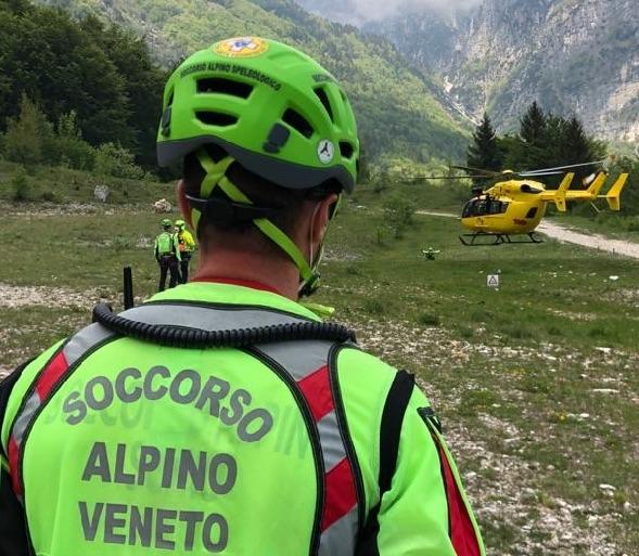 Intervento di soccorso con elicottero sul Pasubio per caviglia slogata!
