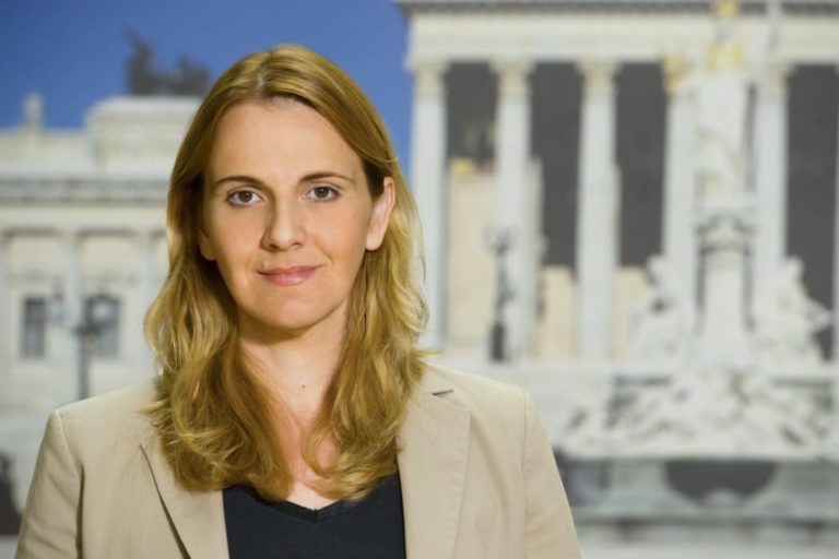 """A Vienna Belakowitsch (FPÖ) dice: """"Adesso basta con la sceneggiata del Coronavirus!"""""""