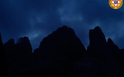 Intervento notturno del soccorso alpino sulle Tre Cime di Lavaredo in aiuto a scalatori [FOTO]