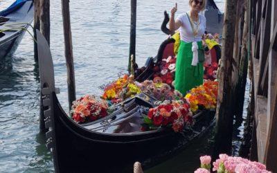A Venezia la gondola fiorita per sostenere il florovivaismo