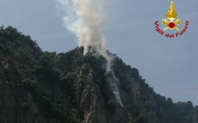 Incendio di bosco a Rocca Pendice sugli Euganei