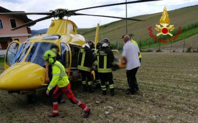 A Gallio si rovescia col mini-quad, portato in elicottero all'ospedale