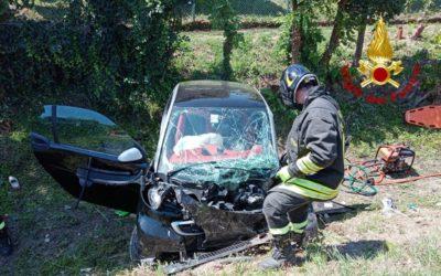 A Salzano due auto si scontrano: due donne ferite, un illeso [FOTO]