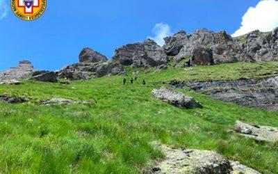 Morto in montagna: perde l'equilibrio sul sentiero e ruzzola per 200 metri