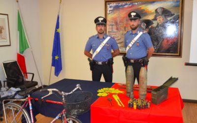 """Nonno """"Bomba"""" palpeggia una ragazza, i carabinieri lo fermano e scoprono un arsenale: a Thiene arriva la Folgore!"""