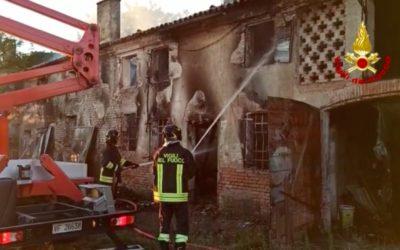 A Canda (Rovigo) incendio in casolare disabitato [VIDEO]