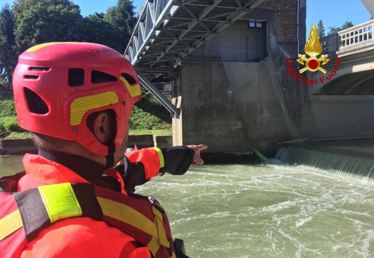 Bacchiglione: scout nel rullo della chiusa col kayak, salvi  [VIDEO]