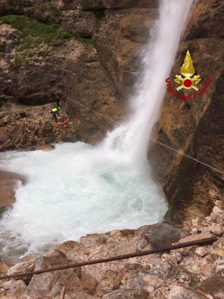 Si cerca uomo caduto nelle cascate di Fanes a Cortina
