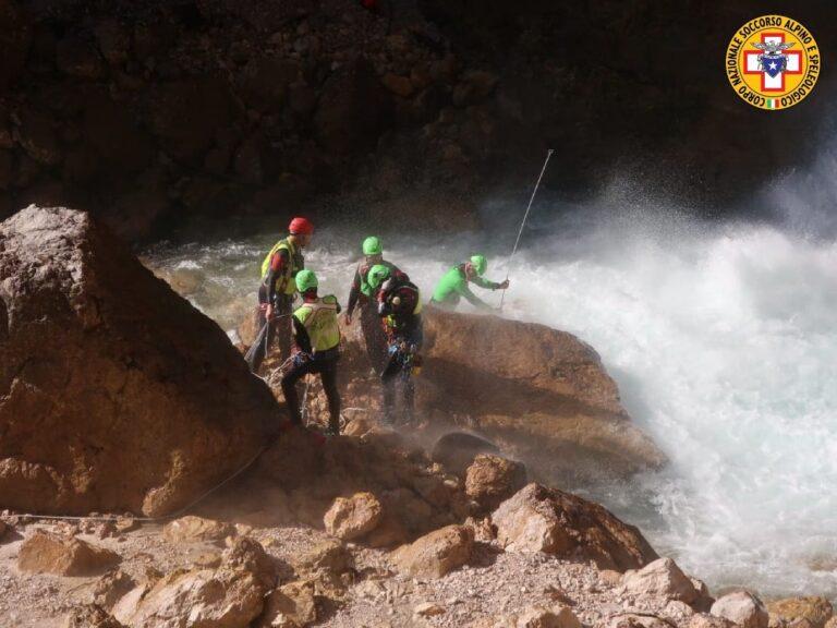 Ancora senza esito le ricerche del 38enne caduto nelle cascate di Fanes a Cortina