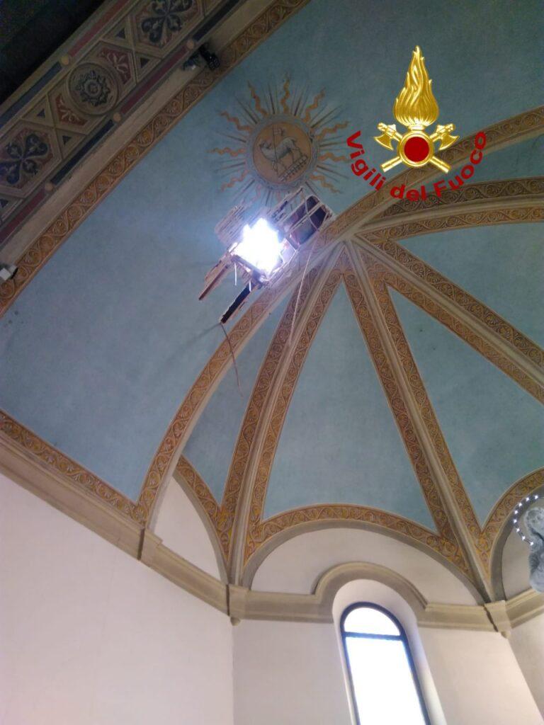 Maltempo: cade pinnacolo da campanile di San Zeno in Monte, parroco illeso