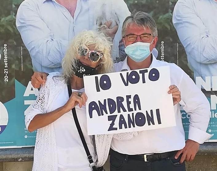 """Donatella Rettore rende """"splendido splendente"""" Andrea Zanoni [VIDEO]"""