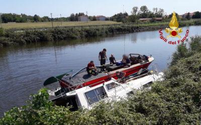 Coppia salvata da naufragio… in canale