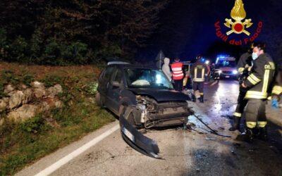 Incidente frontale tra auto: tre feriti a Zovencedo