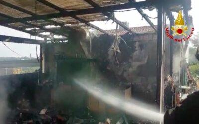 Incendio a deposito attrezzi agricoli: anziana intossicata [VIDEO]