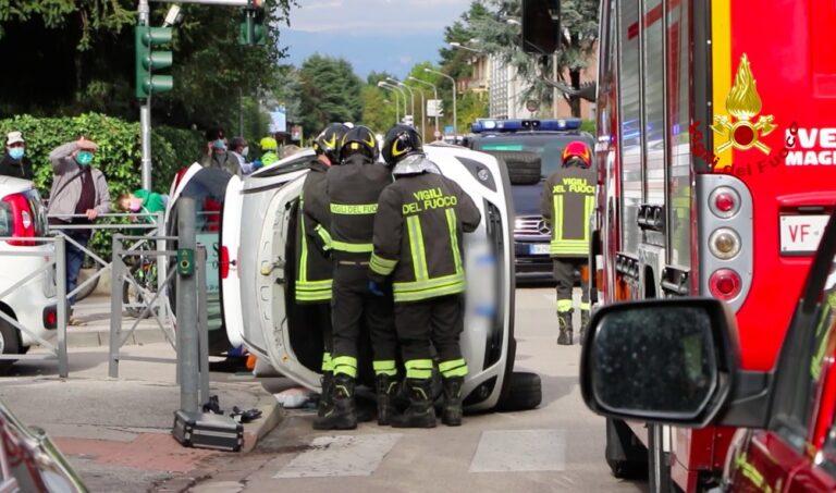 Auto rovesciata e donna ferita a San Pio X a Vicenza [VIDEO]