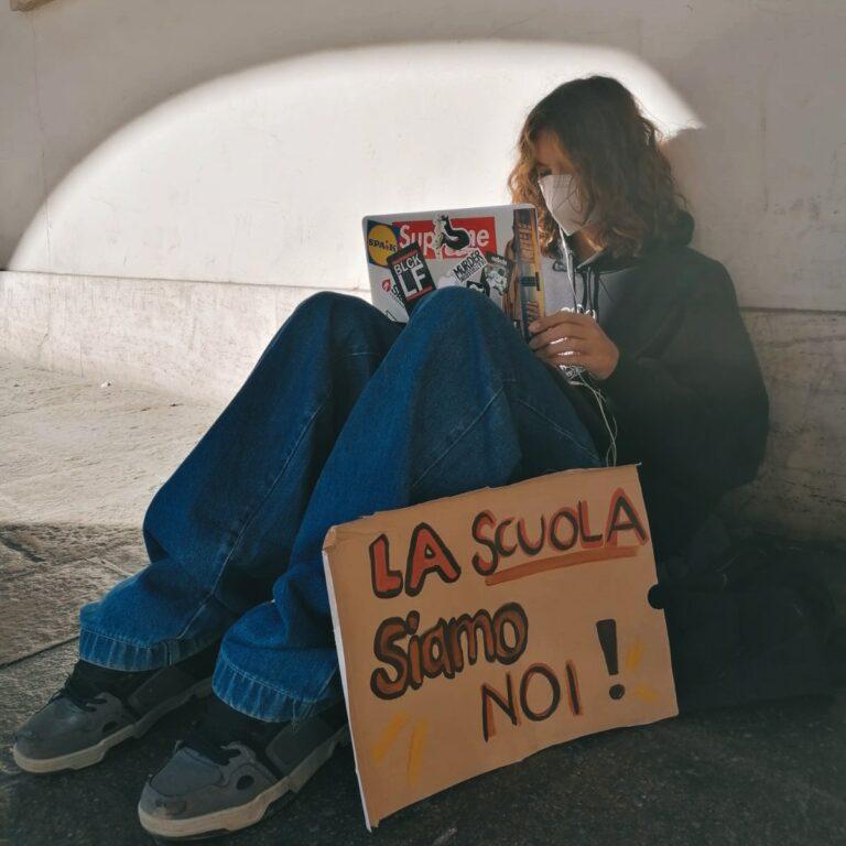 Flashmob davanti a 10 licei del Veneto: gli studenti vogliono andare a scuola!