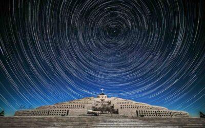 Il cielo infinito di Fabio Zen sopra il sacrario di Cima Grappa