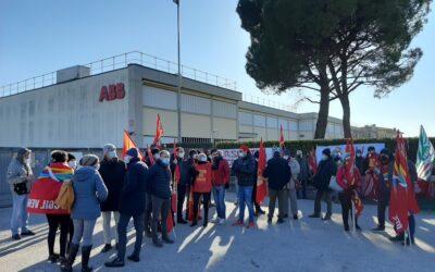 Solidarietà alla ABB – In Italia 4000 scioperano per i 100 di Marostica che perdono il lavoro! [VIDEO]