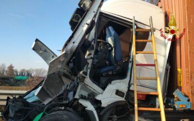 In A4 tra Portogruaro e San Stino tamponamento tra TIR: un morto
