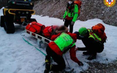 Distorsione al ginocchio per una 21enne al laghetto delle streghe