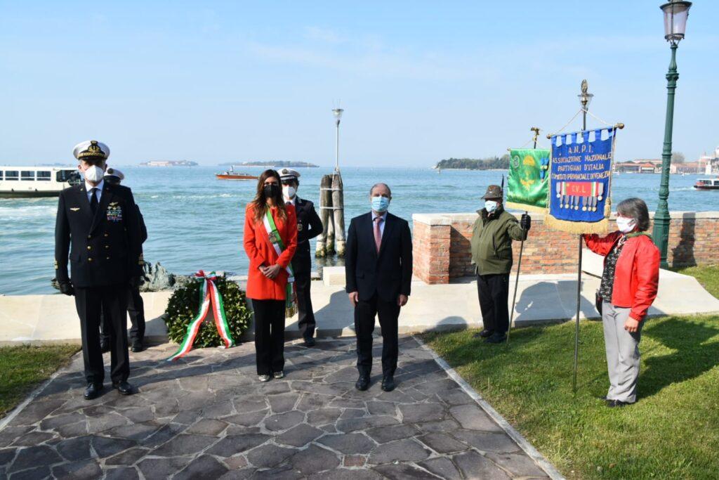 25 aprile 2021 monumento partigiana a Venezia