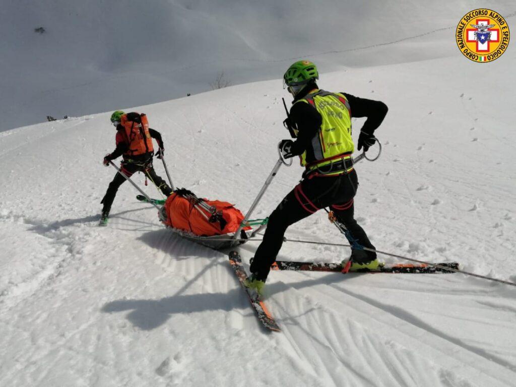 barella con gli sci soccorso alpino