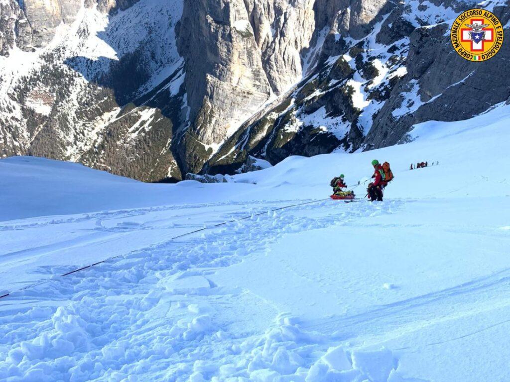 barella su nevaio soccorso alpino