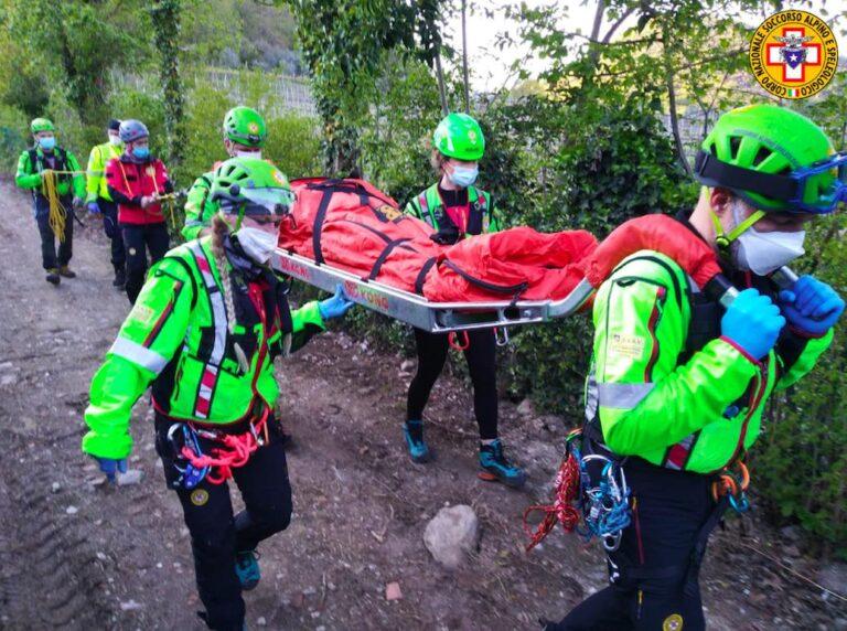 Scivola sul Monte Arrigon: caviglia rotta