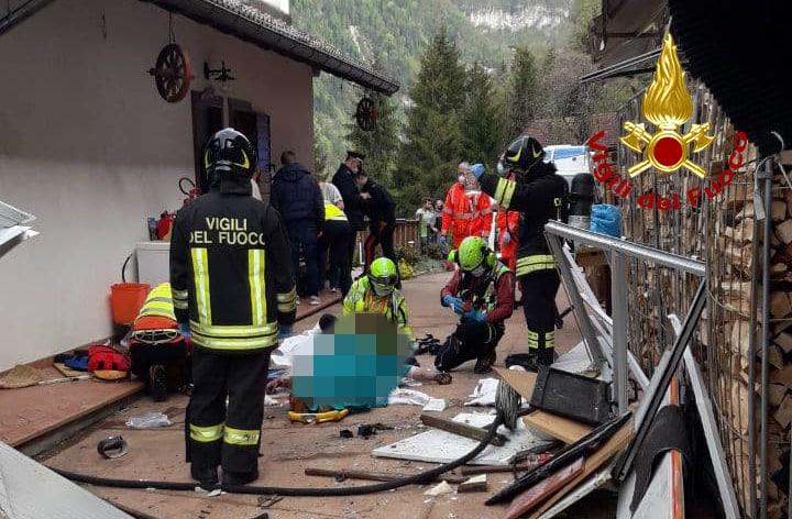 Accende la luce ed esplode la casa: due ferite a Sorriva di Sovramonte