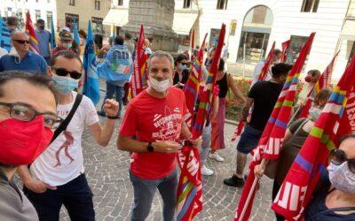 A Vicenza i tessili in piazza Castello: in 200 per il rinnovo del contratto nazionale Sistema Moda Italia