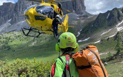 Soccorso escursionista caduto in un ghiaione sopra al passo Giau
