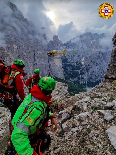 Un chiodo non regge: scalatore cade dalla torre Venezia (Civetta) per 180 metri: morto!