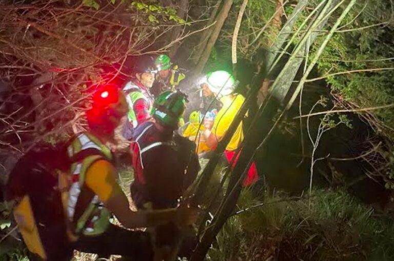 Miracolo: 24 ore sotto la cascata in attesa dei soccorsi, è vivo!